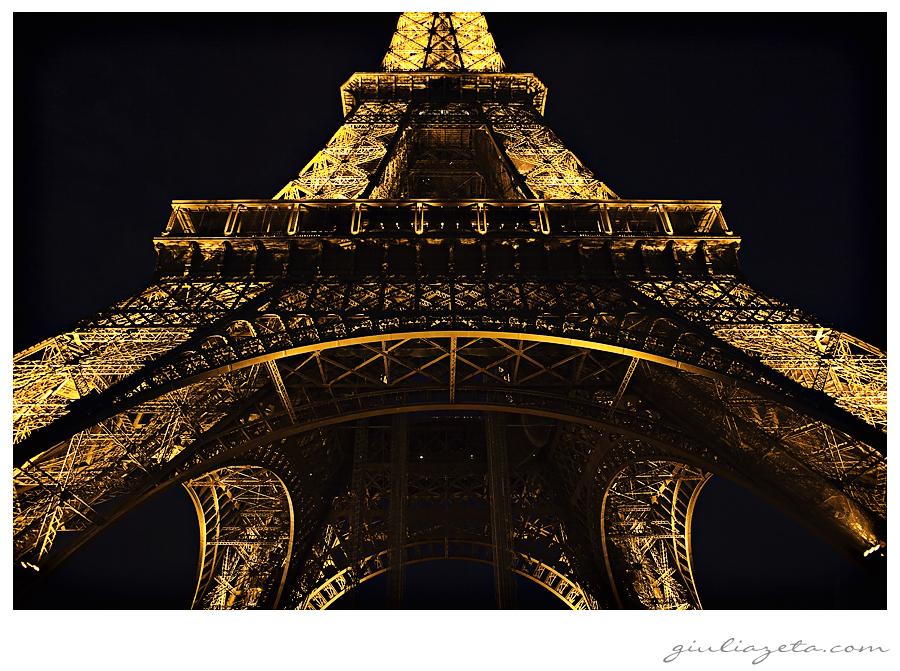 Tour Eiffel notturno Parigi